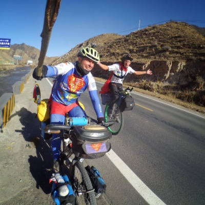 Ed Pratt and Will SuperCyclingMan Hodson riding across China